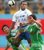 图文:[中超]广州1-1北京 杨璞叹服