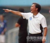 图文:[中超]广州1-1北京 沈祥福指挥球员