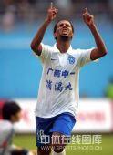 图文:[中超]广州1-1北京 迭戈双手指天