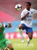 图文:[中超]广州1-1北京 迭戈踢怕御林军