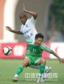 图文:[中超]广州1-1北京 闫相闯吓倒对手