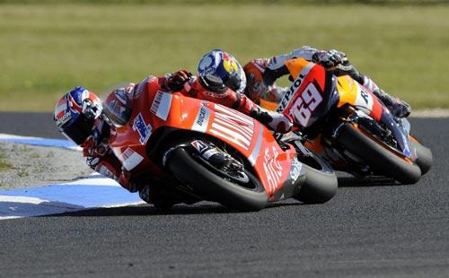 图文:MotoGP澳大利亚站正赛 海登紧追斯托纳