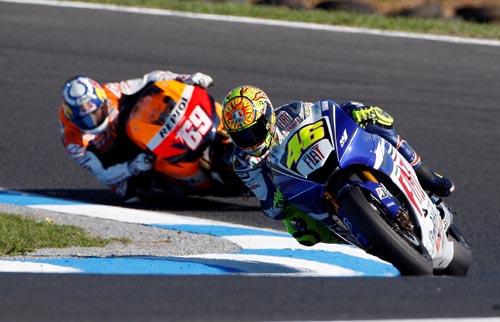 图文:MotoGP澳大利亚站正赛 罗西成功超车海登