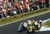 图文:MotoGP澳大利亚站正赛 罗西紧逼杜斯兰德