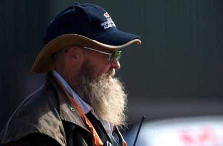 图文:MotoGP澳大利亚站正赛 老人也爱激情赛车