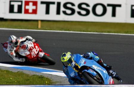 图文:MotoGP澳大利亚站正赛 范美伦驶过弯道