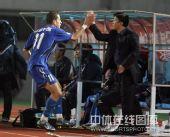 图文:[中超]北京1-1陕西 击掌庆祝