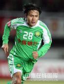 图文:[中超]北京1-1陕西 郭辉捡大礼