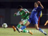图文:[中超]北京1-1陕西 鲁尼拼抢