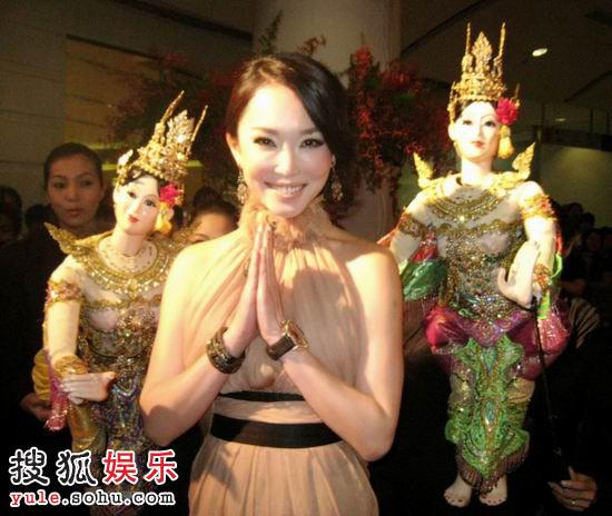 范文芳惊艳亮相泰国电影节 性感礼服高贵大方