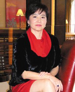 """林青霞接受采访时,强调从没说过息影,若有机会不排斥""""再玩玩""""。"""