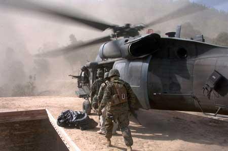 阿富汗美军UH-60黑鹰直升机
