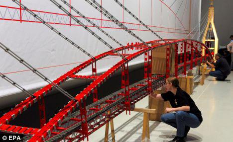 德国积木爱好者欲搭建世界上最长的玩具吊桥