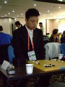 组图:小组赛末轮李喆不容有失 老外下棋很投入