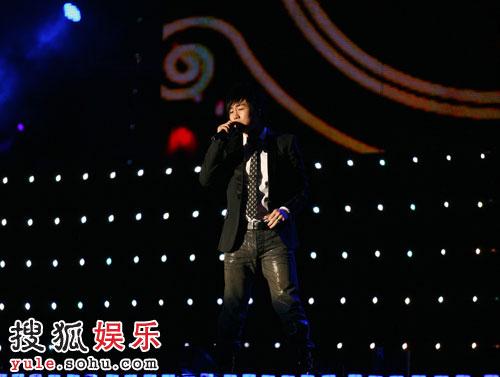 演唱《男人KTV》