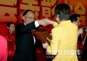 图文:2008年奥运会表彰大会 张怡宁领奖时刻