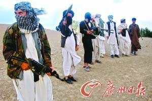 9月26日,塔利班武装分子在阿富汗喀布尔西部活动。