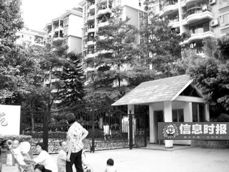 中介小谭带我们到了已有身孕的代孕志愿者居住的小区。专题摄影 时报记者