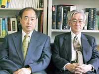 日本科学家小林诚(左)和益川敏英(右)