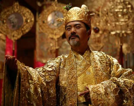 周润发在《满城尽带黄金甲》中的经典扮相