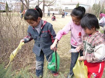 爱自己、更爱我们的家---SOS儿童村的孩子们在进行大扫除