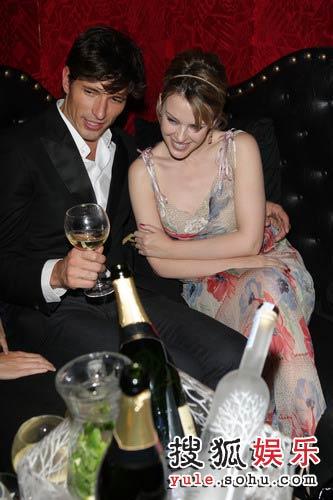 凯莉-米洛最近被指搭上西班牙名模安德斯-维伦科索