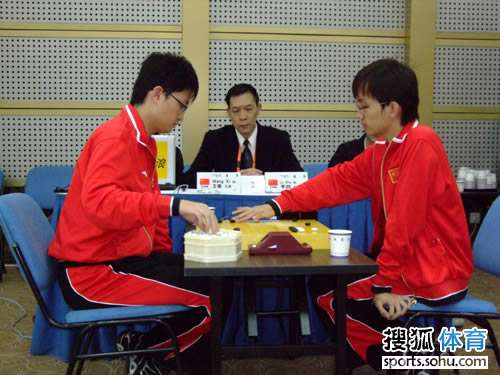 王檄李喆争夺铜牌