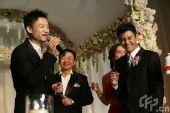 图文:体操名将邢傲伟大婚 杨威台上讲笑话