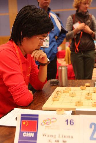 中国棋手王琳娜在比赛中