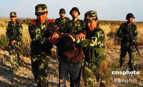 新疆军警抓越境犯罪分子报道为假新闻 只是演习