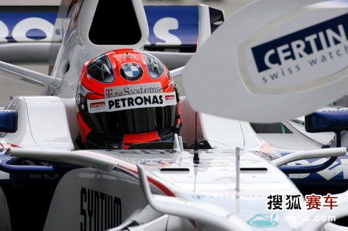 图文:F1日本站首次练习赛 库比卡进站演练