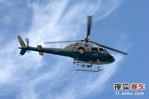 图文:F1日本站首次练习赛 航拍的直升机