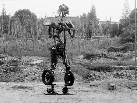 报废垃圾宝马汽车 打造出变形金刚机器人高清图片