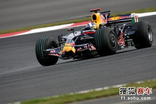 图文:F1日本站第二次练习赛 库特哈德在比赛中