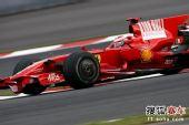 图文:F1日本站第二次练习赛 莱科宁在比赛中