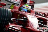 图文:F1日本站第二次练习赛 马萨和他的战车