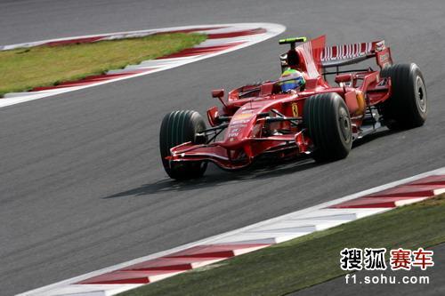 图文:F1日本站第二次练习赛 马萨在比赛中