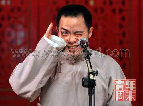 1月13日,徐德亮正在德云社相声剧场表演相声《托妻献子》 ◎供图/Lee(CFP)