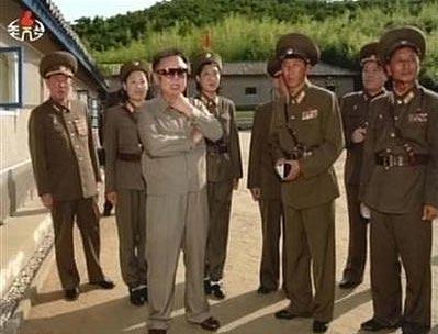 金正日视察朝鲜女兵联队