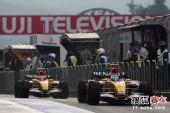 图文:F1日本站第三次练习赛 阿隆索和皮奎特