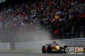 图文:F1日本站第三次练习赛 阿隆索在比赛中