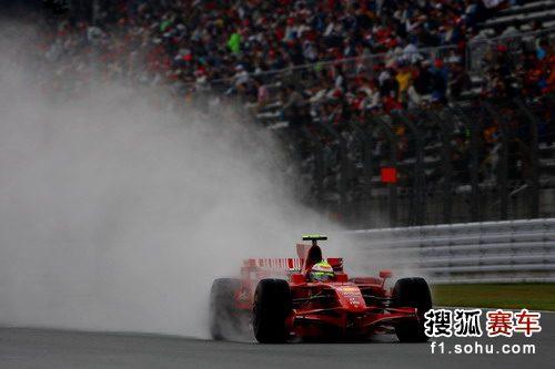 图文:F1日本站第三次练习赛 马萨驾车疾驰