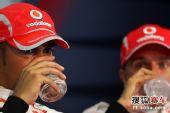 图文:F1日本大奖赛排位赛 小汉在发布会
