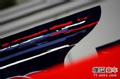 图文:F1日本大奖赛排位赛 红牛二队赛车引擎罩