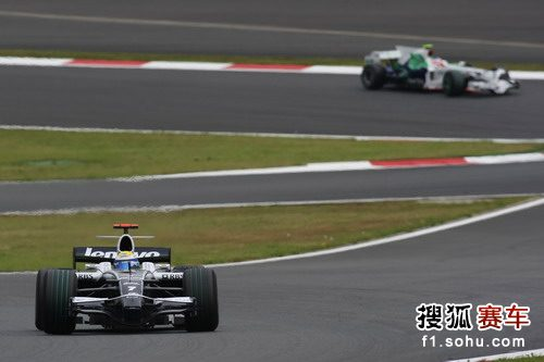 图文:F1日本大奖赛正赛 罗斯伯格在比赛中