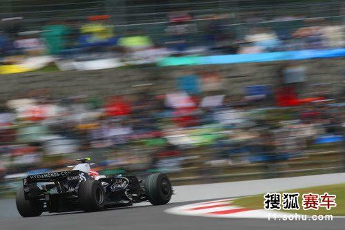 图文:F1日本大奖赛正赛 中岛一贵在比赛中