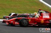 图文:F1日本大奖赛正赛 马萨小汉死磕到底