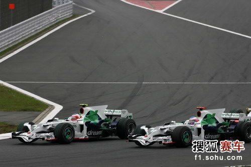 图文:F1日本大奖赛正赛 巴里切罗和巴顿