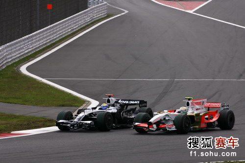 图文:F1日本大奖赛正赛 罗斯伯格和费斯切拉