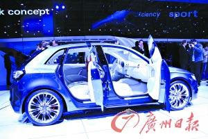 奥迪A1 Sportback概念车则采用了1.4升四缸涡轮增压发动机以及一个电动机的动力组合,百公里油耗3.99升,比普通汽油机车型降低了30%,每公里二氧化碳排放量仅92克。